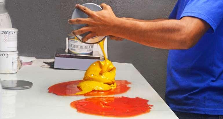 Tintas de impresión offset: ¿cómo influyen en los colores de tu producto?
