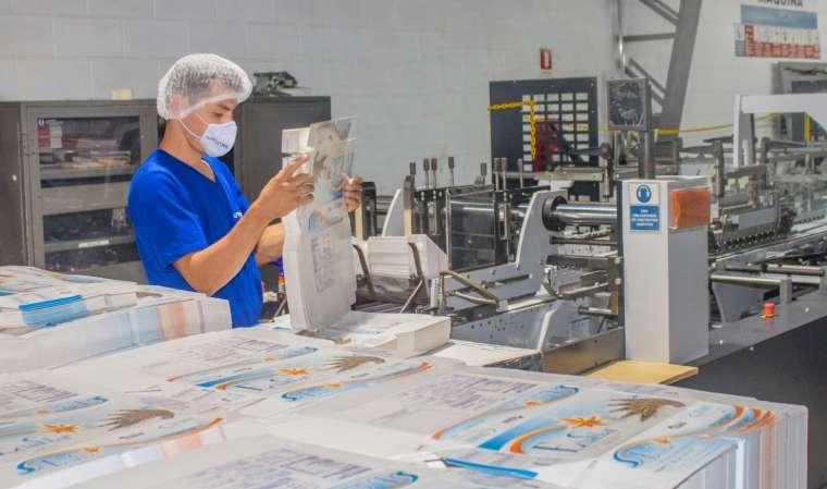 ¿Cómo nuestro pegado de cajas resguarda tus productos más delicados?